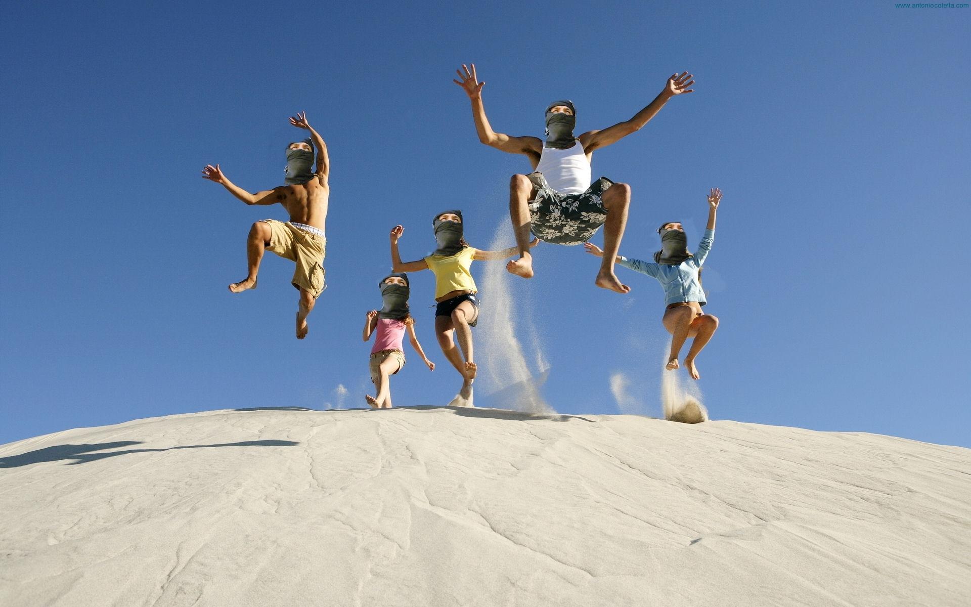 Terroristi saltano in aria